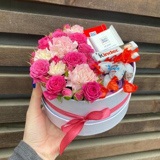 """Композиция """"Цветочная коробочка со сладостями"""""""