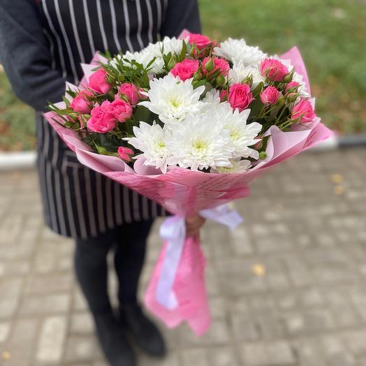 Кустовая роза с хризантемой