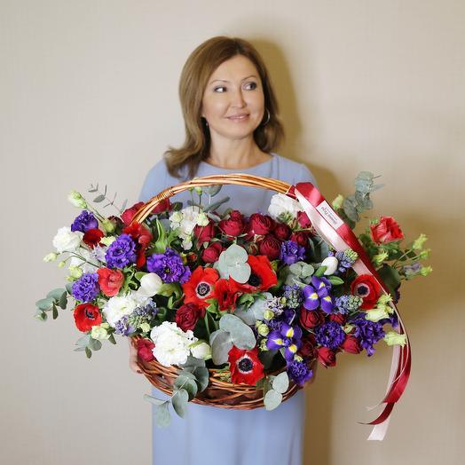 Корзина с Анемонами, Гиацинтами и Пионовидными розами