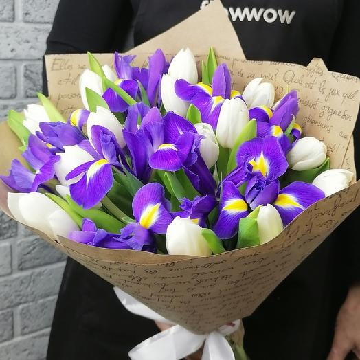 Белые тюльпаны с ирисами