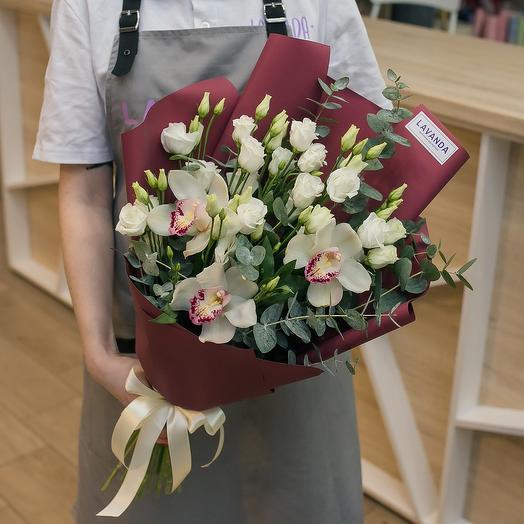 Букет орхидей и эустомы