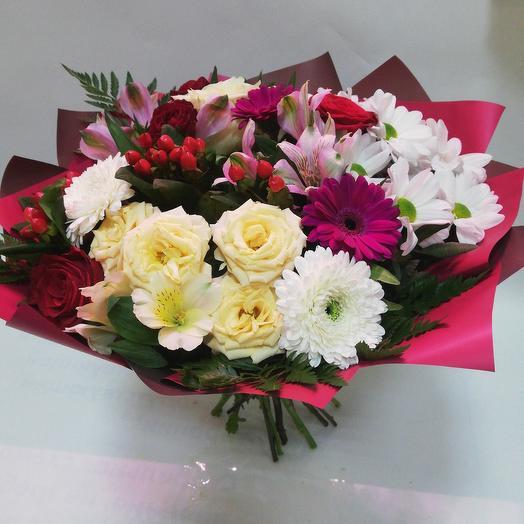 Большой букет с розой и хризантемой
