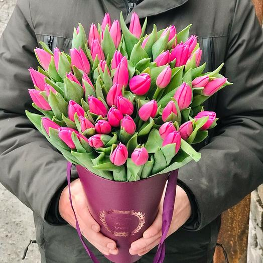 Розовые тюльпаны в конусе