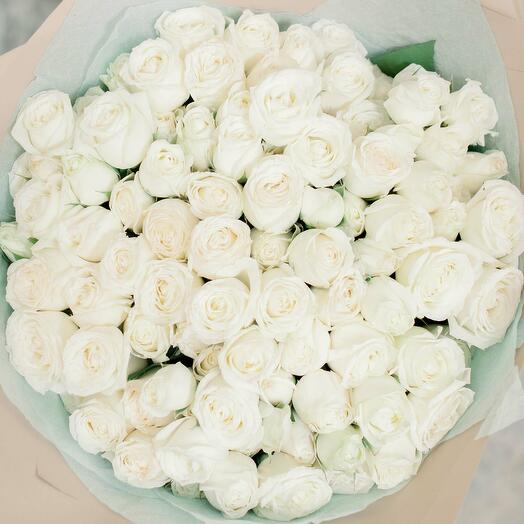 Букет из 25 белых кустовых роз (Эквадор) 40 см