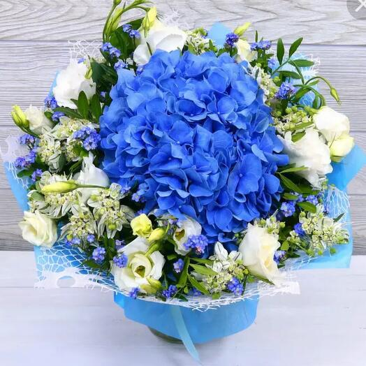Blue hydrangea and white eustoma