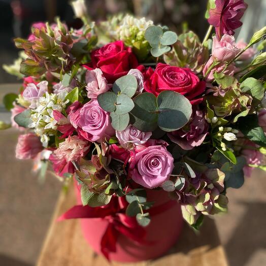 Цветы в коробке малиновое настроение