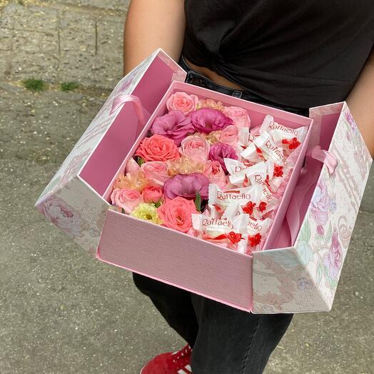 Цветы в дизайнерской коробке