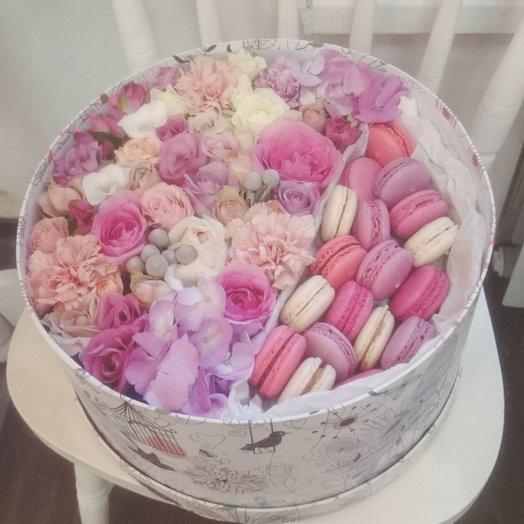 Подарок сладостей и цветов