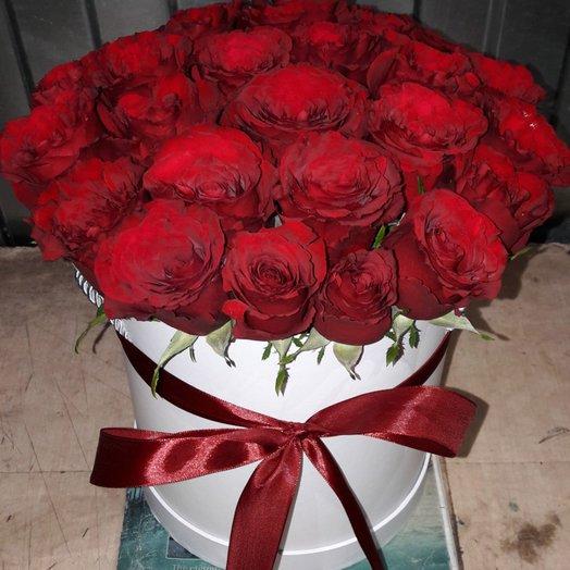 Шляпная Коробка с красными розами: букеты цветов на заказ Flowwow