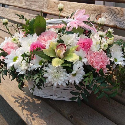 Корзина с хризантемой и орхидеей. Весна.