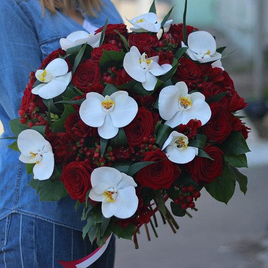 Сборный букет с розами и орхидеями