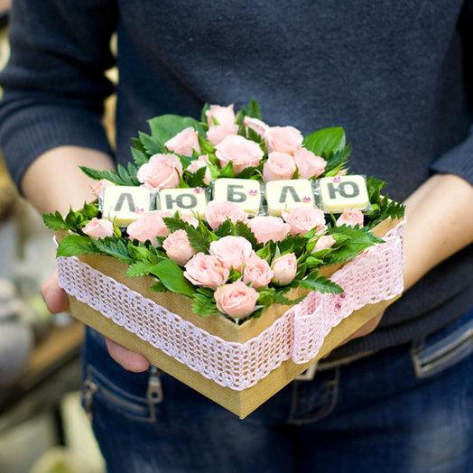 """Коробка с цветами и шоколадом """"Люблю"""": букеты цветов на заказ Flowwow"""