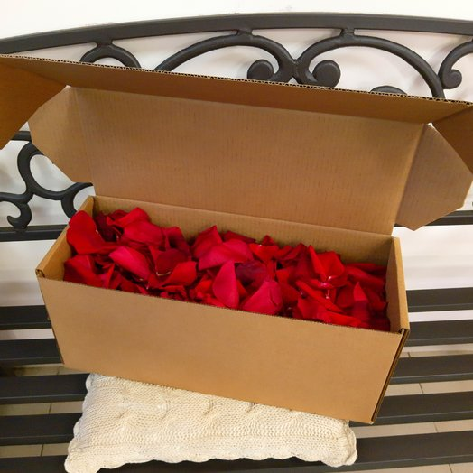 Лепестки красные (объем 5 л.): букеты цветов на заказ Flowwow