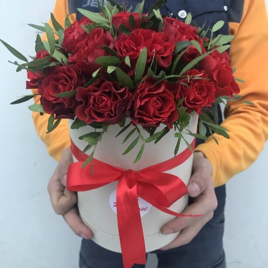 19 роз «Эльторо» в шляпной коробочке: букеты цветов на заказ Flowwow