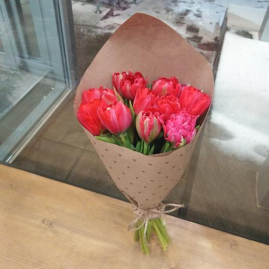 Тюльпаны и крафт: букеты цветов на заказ Flowwow
