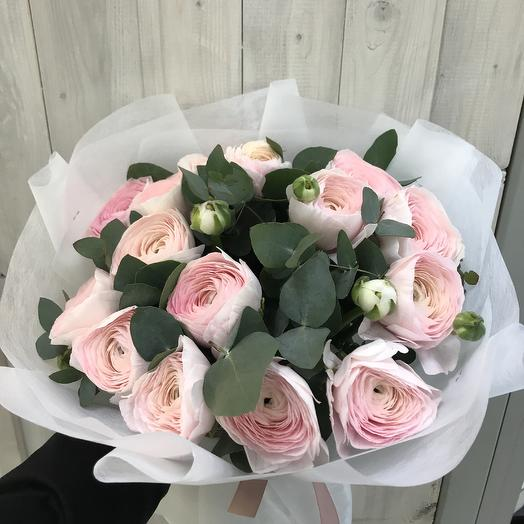 15 ранункулюсов с эвкалиптом: букеты цветов на заказ Flowwow