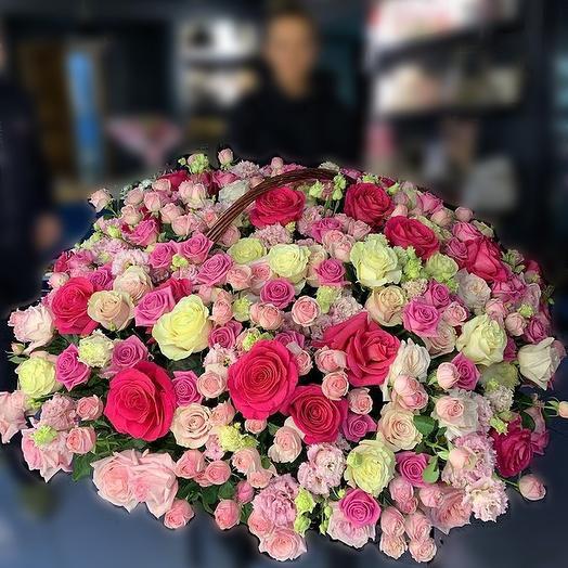 Гигантская Корзина роз: букеты цветов на заказ Flowwow