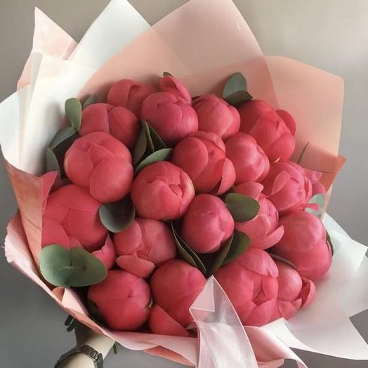 Пионы с эвкалиптом: букеты цветов на заказ Flowwow