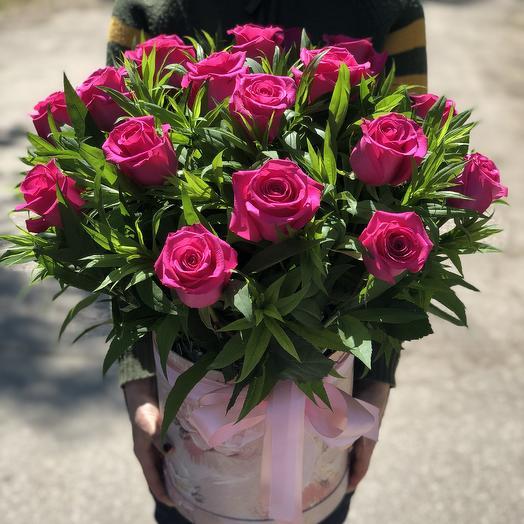 Шляпная Коробка с 19 Розовыми розами