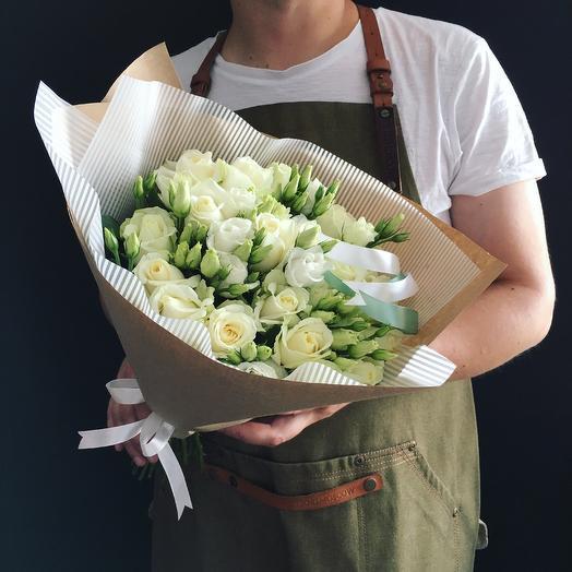 Розы с лизиантусом: букеты цветов на заказ Flowwow
