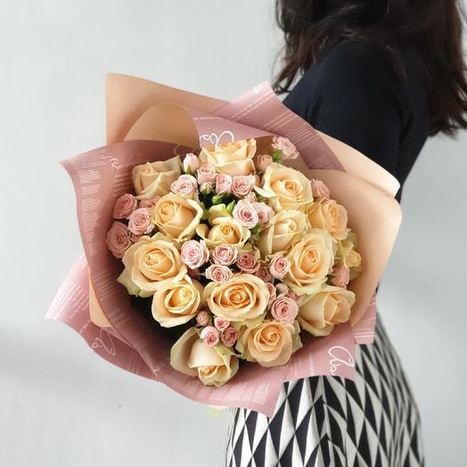 """Авторский букет из кустовых и одноголовых роз """"Капризуля"""": букеты цветов на заказ Flowwow"""
