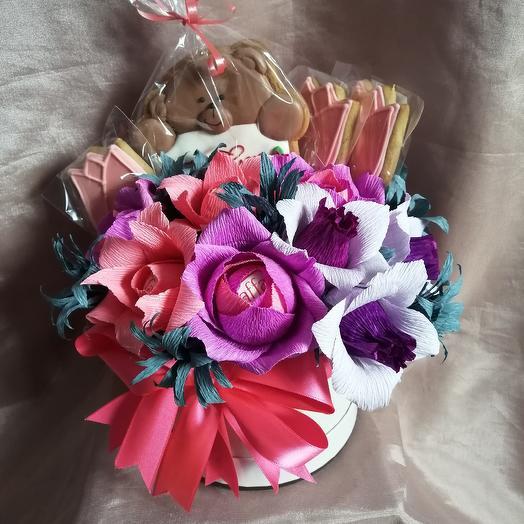 Коробочка со сладостями: букеты цветов на заказ Flowwow