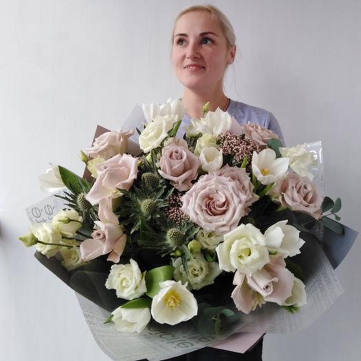 Бежевый букет с розой и эустомой: букеты цветов на заказ Flowwow