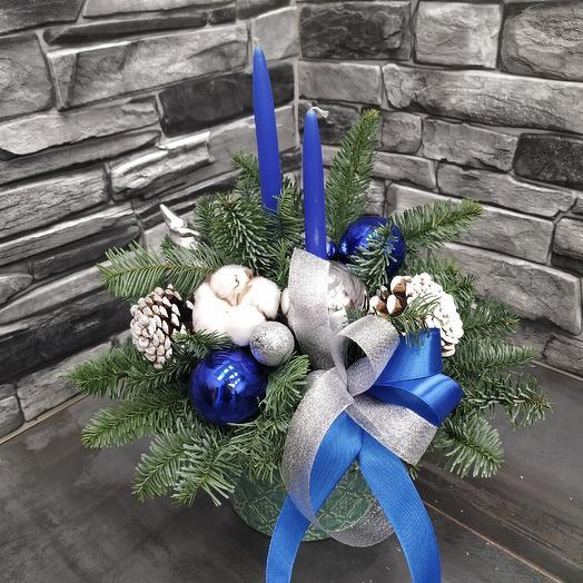 Рождественская композиция со свечами и нобилисом: букеты цветов на заказ Flowwow