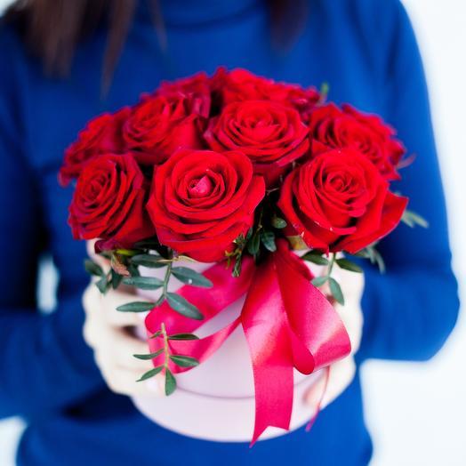 13 роз в шляпной коробке