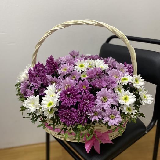 Корзина с миксом из хризантем: букеты цветов на заказ Flowwow