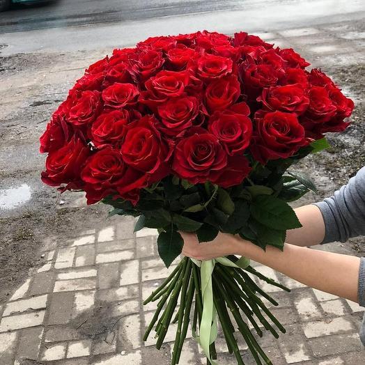 35 червоних троянд