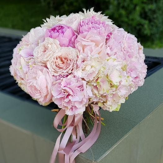 Розовый кролик: букеты цветов на заказ Flowwow