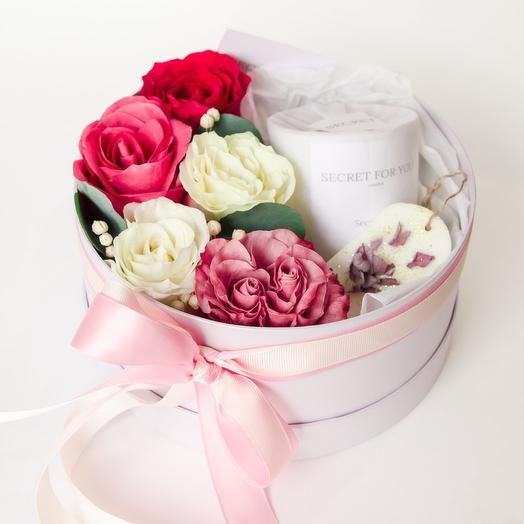 Коротка с цветами и свечкой