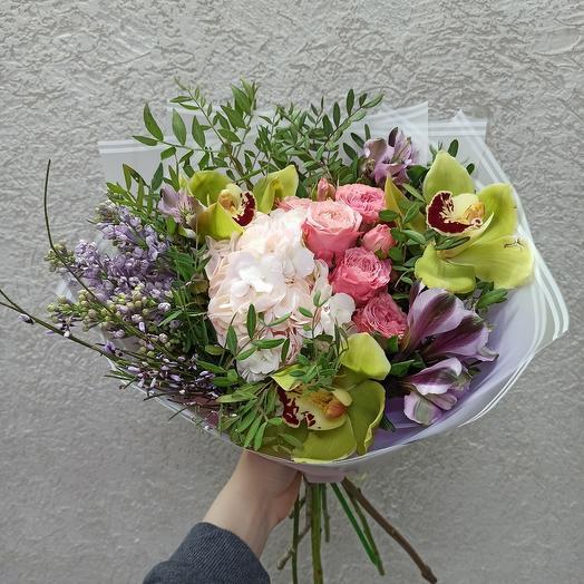 Букет с сиренью, гортензией, орхидеями и ассорти цветов