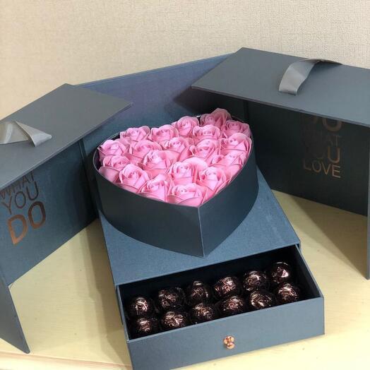 Мыльные розы в коробке футляре на день рождения