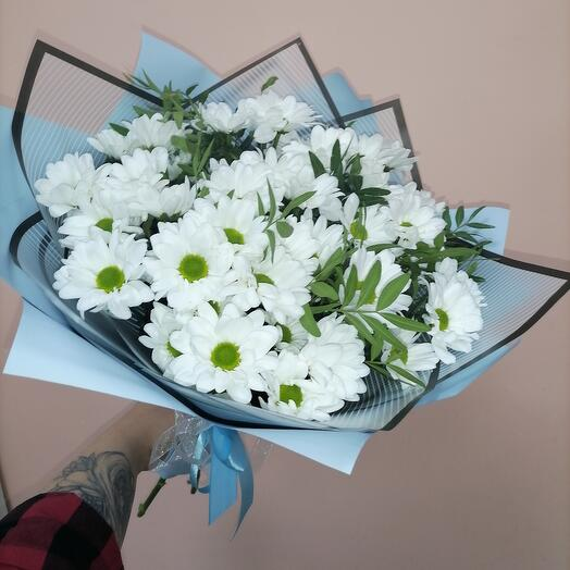 Монобукет из белых кустовых хризантем