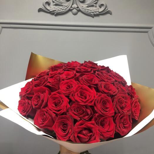 Шикарный букет голландских роз