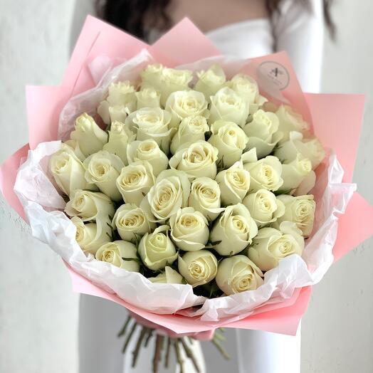 Букет из 41 белой розы Кения