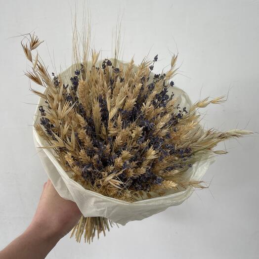 Ароматный букет из лаванды и пшеницы