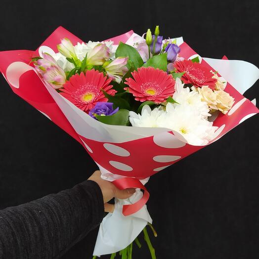 Букет из гербер,хризантем, альстромерий и роз