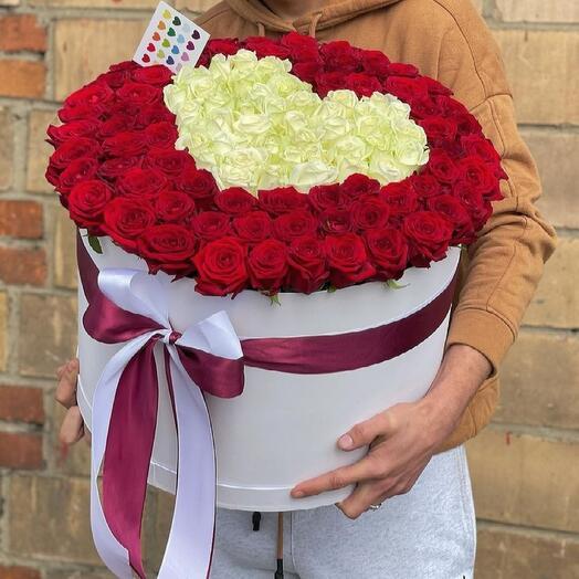 Розы в форме сердца в коробке