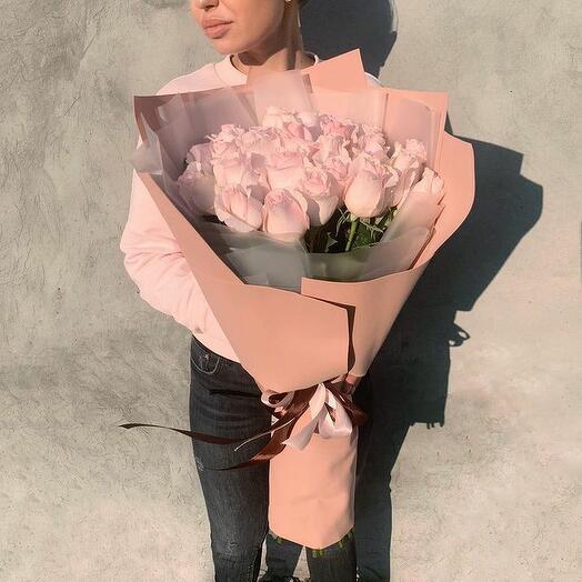 Букет из 21 роза в нежных оттенках