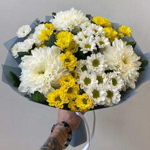 Букет из одноголовой хризантемы и сантини микс