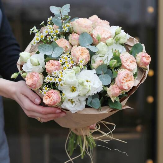 Сборный букет с розой, эустомой, ромашкой