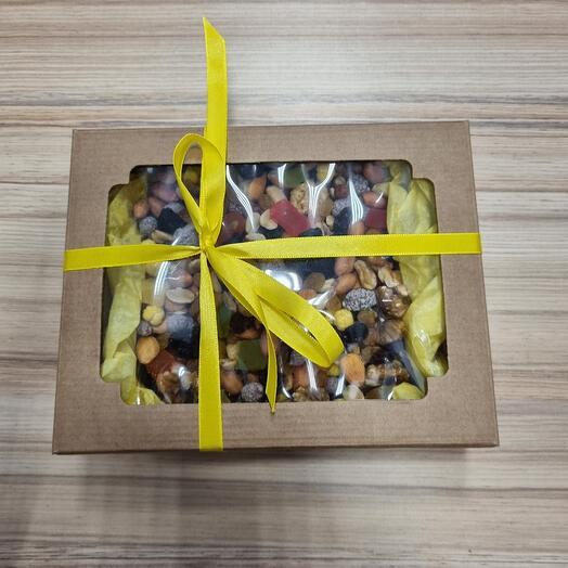 Коробочка орехов и сухофруктов