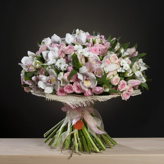 Нежный букет с орхидеей и розами!: букеты цветов на заказ Flowwow