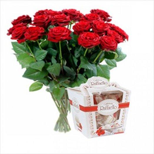 19 красных роз в букете и коробки рафаэлло: букеты цветов на заказ Flowwow