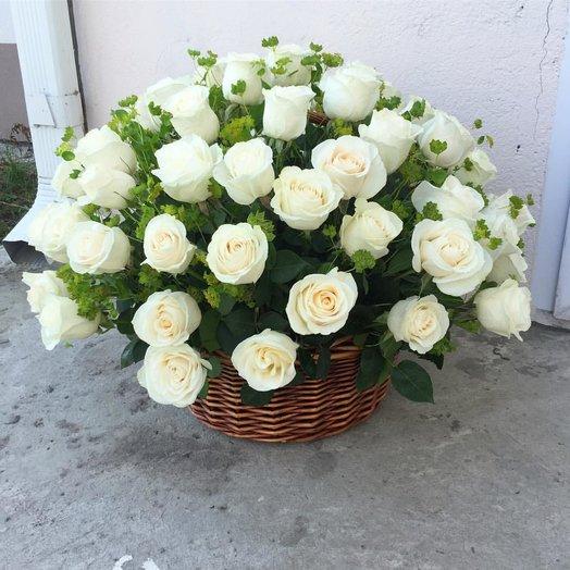51 роза в корзине.: букеты цветов на заказ Flowwow