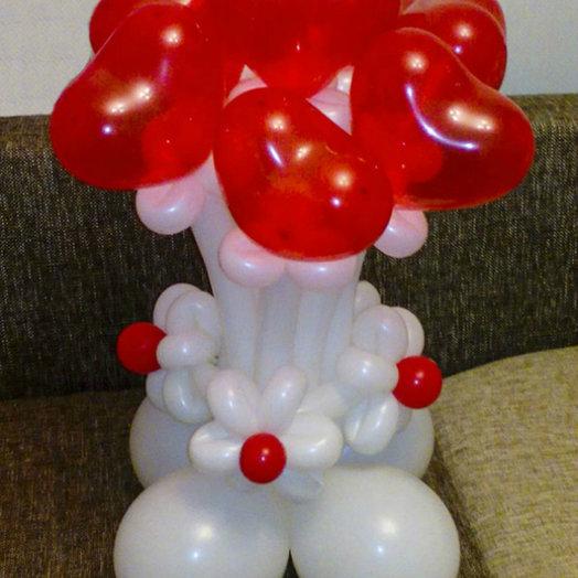 Букет из 9 сердец на подставке с белыми ромашками: букеты цветов на заказ Flowwow