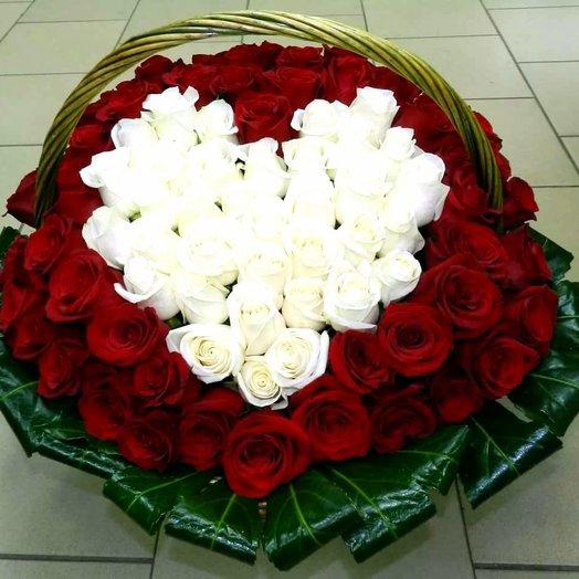 Корзина сердцем из 101 розы